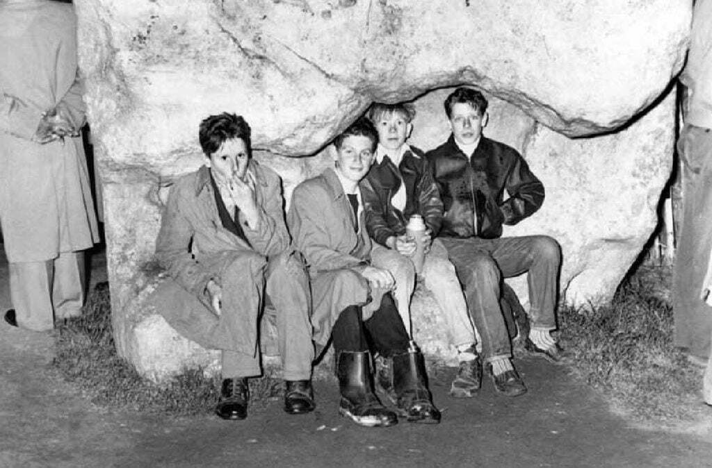Teenagers sitting in the hollow of Stone 60